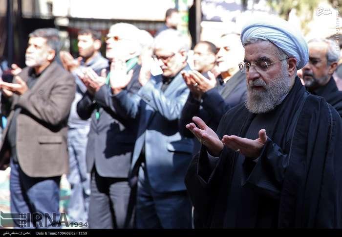 عکس/ نماز ظهر عاشورای حسن روحانی