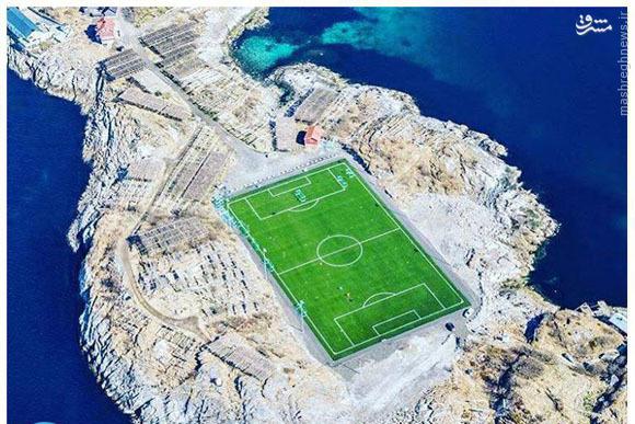 عکس/ زمین فوتبال رویایی در یک جزیره