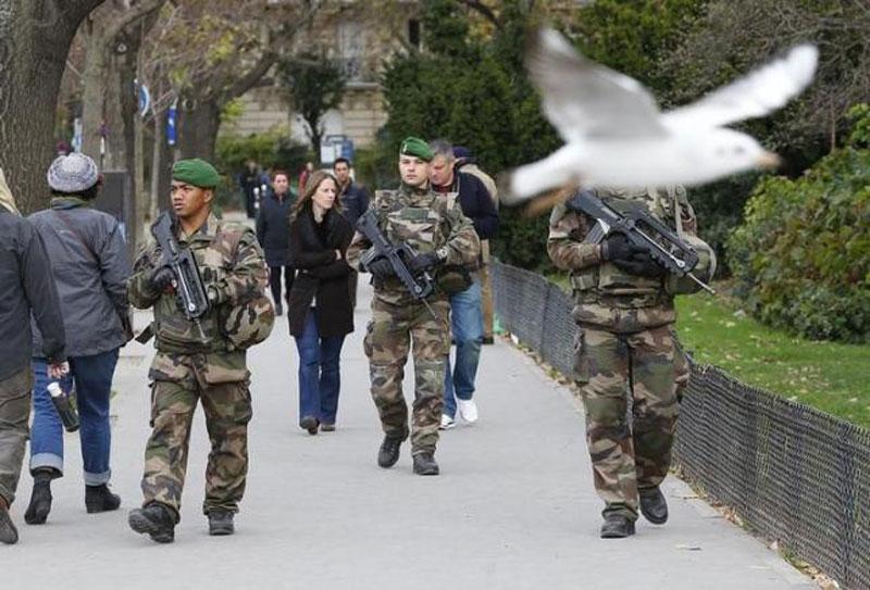 عکس/ سربازان فاماس به دست در پاریس