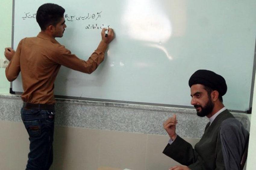 امام جمعهای که مهندس و مدرس ریاضی است+عکس