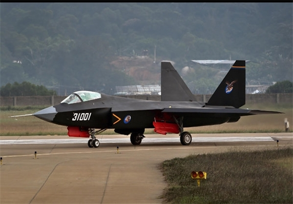 دیلیاستار: نمونه مشابه جنگنده اف ۳۵ آمریکا در خدمت ایران، چین و کره شمالی/ پایگاه موشکی ایران یک نمایش قدرت مرگبار بود+فیلم