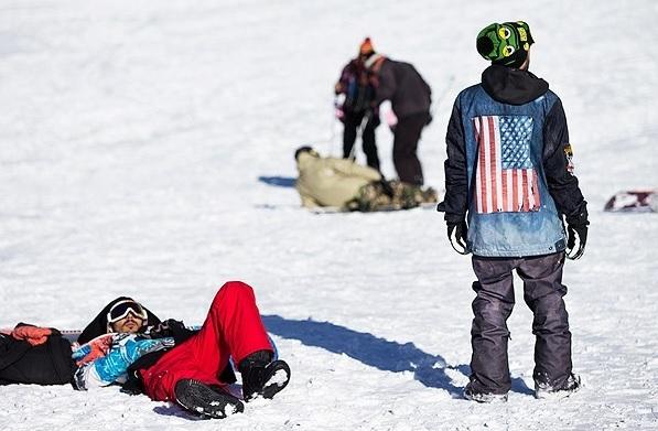 عکس/ پرچم آمریکا در پیست اسکی توچال