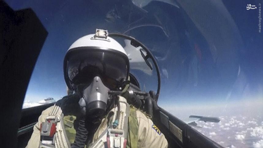 سلفی گرفتن در حال بمباران داعش
