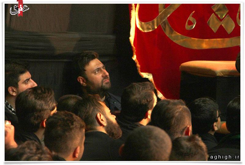 مداحی یک خواننده معروف پاپ در هیئت + عکس