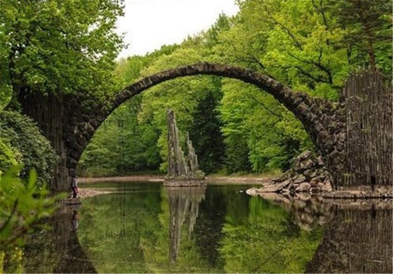 پل سنگی نیم دایره ای در آلمان + عکس