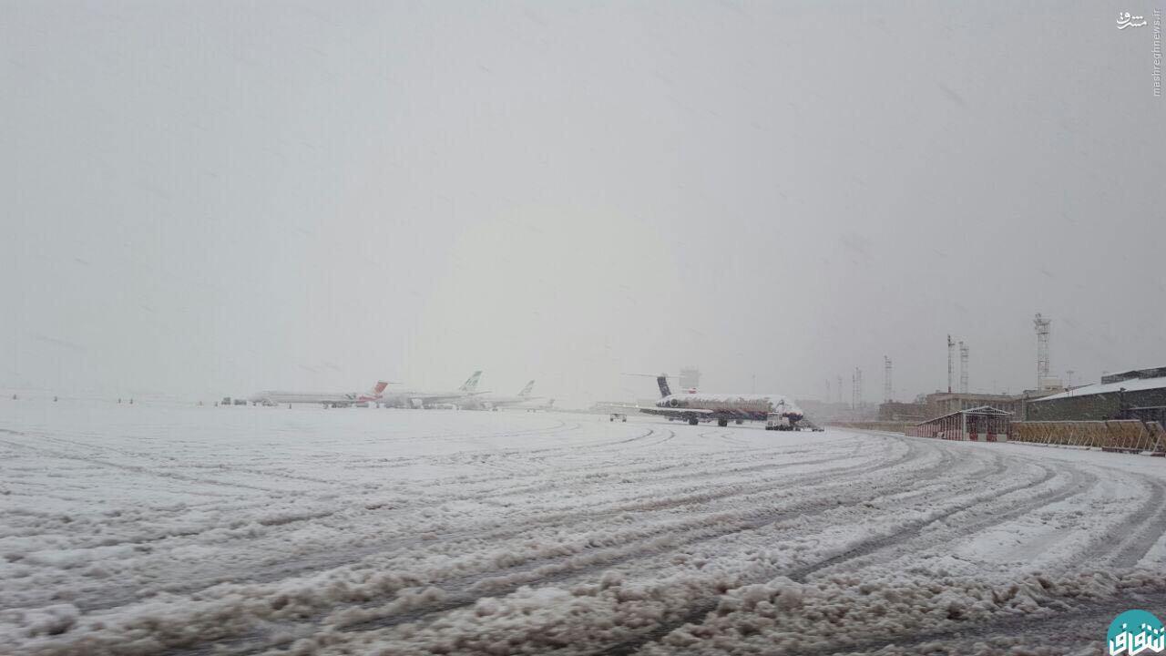 عکس/ باند فرودگاه مهرآباد زیر برف