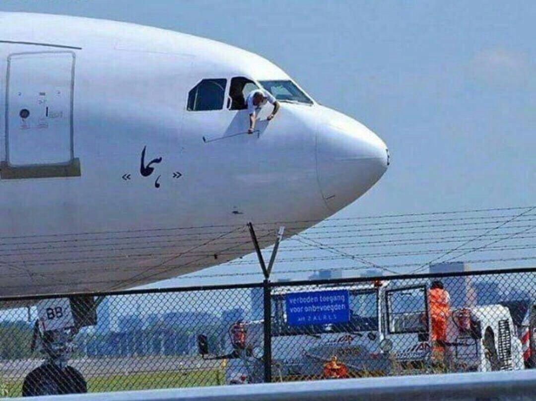 عکس/ سلفی خطرناک و جالب یک خلبان