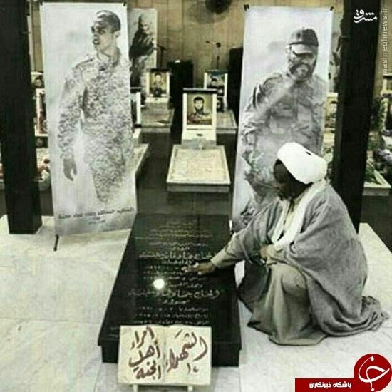 عکس/ شیخ زکزاکی بر مزار عماد و جهاد مغنیه