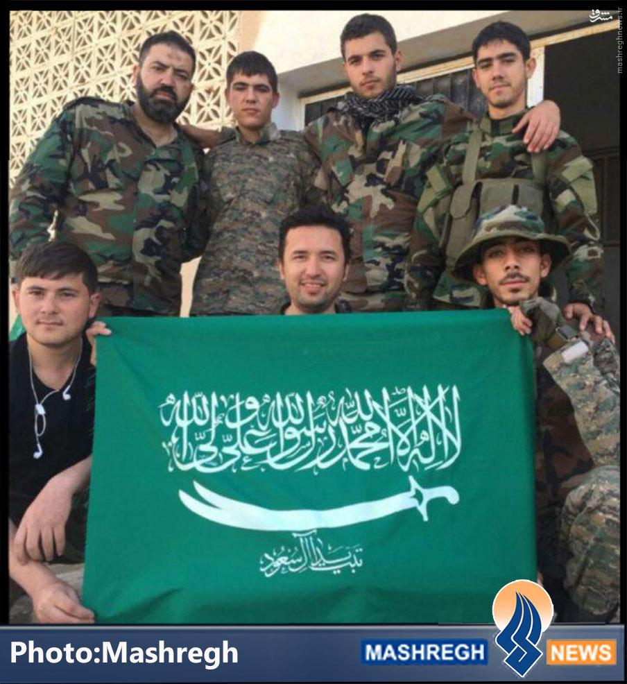 عکس/ یک پرچم خاص در دستان «مدافعان حرم»