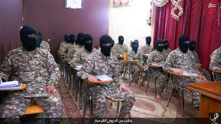 عکس/ تیپ داعشیها در کلاس عقیدتی
