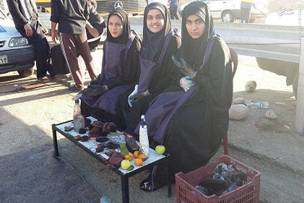 کار جالب سه دختر ایرانی در راهپیمایی اربعین+ عکس