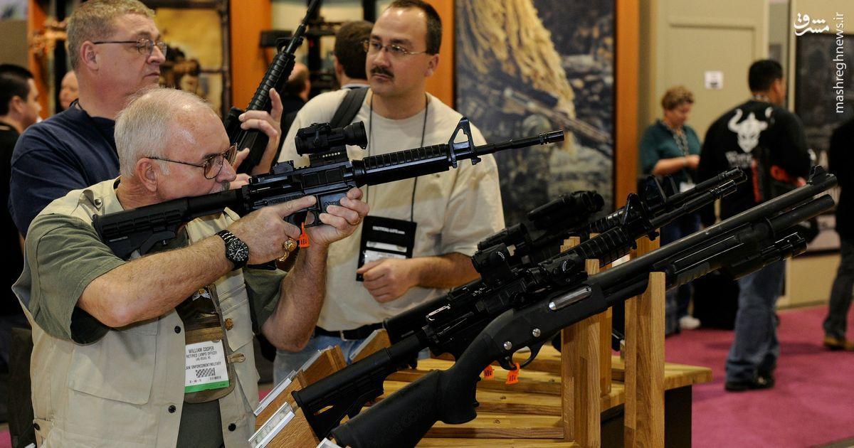نقش لابی اسلحهسازان آمریکایی در انتخاب رییس آینده کاخ سفید/ NRA؛ فرشته نجاتی که برای کشتار بیشتر تبلیغ میکند +عکس