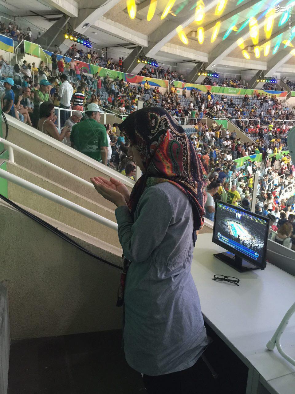 عکس/ حركت زيباي خبرنگار ايراني در ورزشگاه