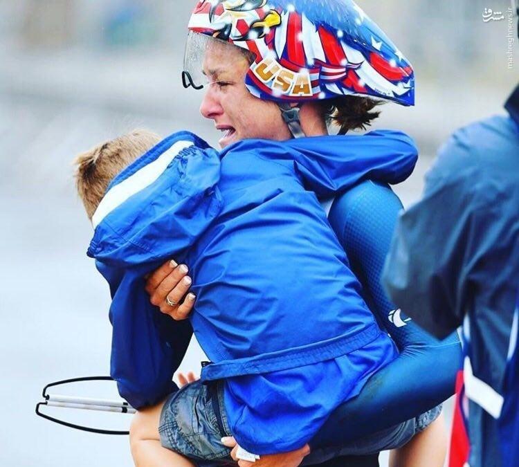 عکس/ مهر مادری قهرمان المپیک