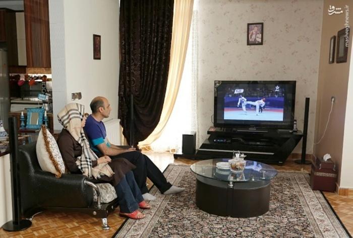 عکس/ پدر و مادر کیمیا در حال تماشای مسابقات
