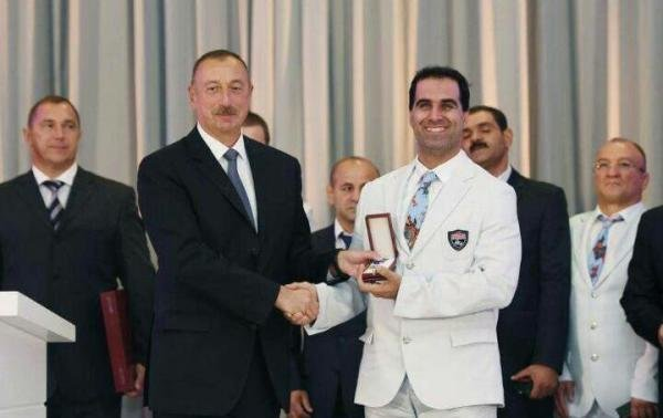 بالاترین نشان کشور آذربایجان به مهماندوست اهدا شد