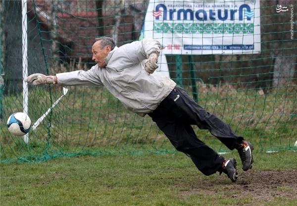 پیرترین فوتبالیست کنونی جهان! +عکس