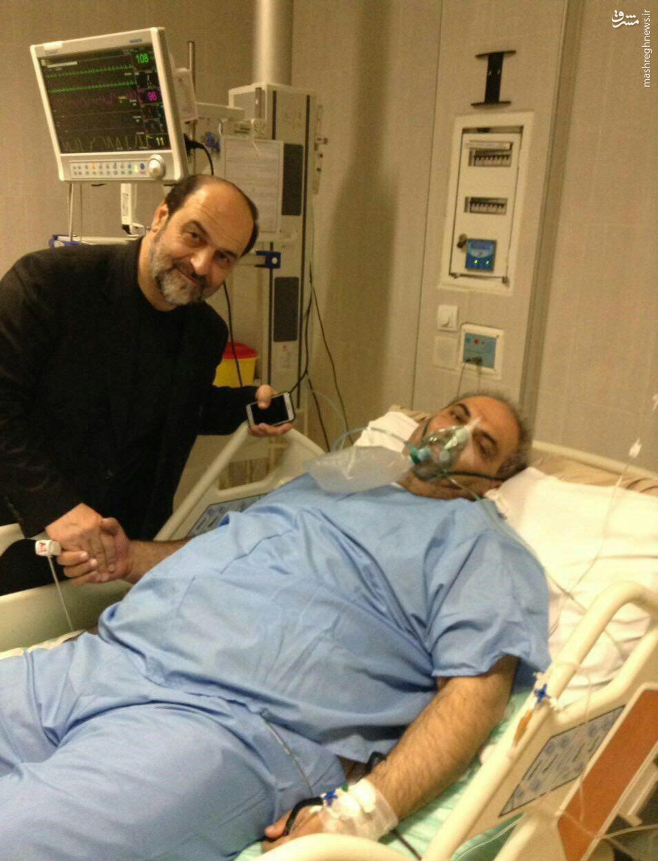 عکس/ گزارشگر مطرح فوتبال روی تخت بیمارستان