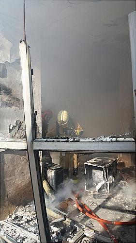 ساختمان مسکونی آتش به پا کرد +تصاویر