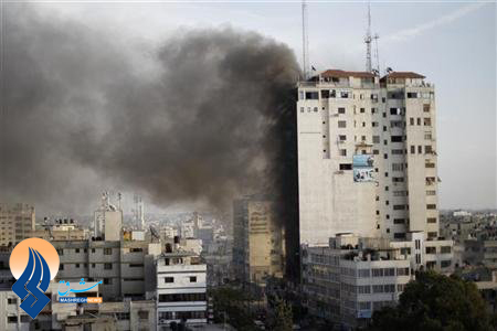 حمله صهیونیستها به دفتر رسانه های مستقر در غزه برای خاموش کردن صدای مقاومت غزه