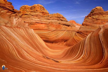 صحرای موج: در یکی از صحراهای واقع درایالت یوتا صخره های خاصی وجود دارد که بر اثر فرسایش های زمین در تاریخ به صورت امواج دریا در آمده اند. بسیاری از باستان شناسان اعتقاد دارند که این صخره ها به دوران ژوراسیک باز می گردد و نزدیک به 190 میلیون سال عمر دارد.