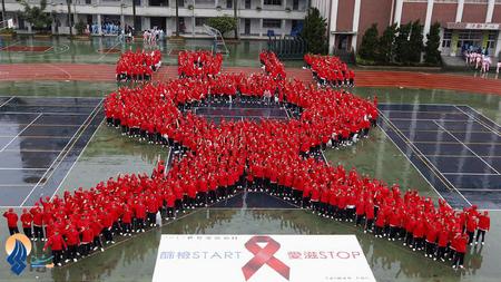 مراسم همبستگی دانش آموزان تایوانی با مبتلایان به ایدز- تایپه