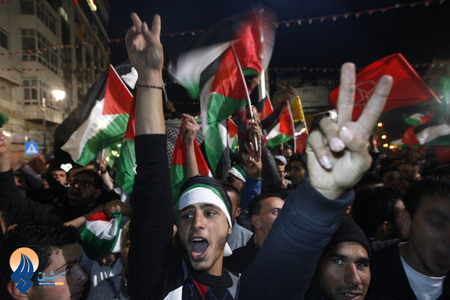 شادی مردم فلسطین پس از پذیرفت شدن این کشور در سازمان ملل