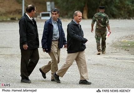 از راست:رحیم طبری یکی از اعضای ارشد گروهک منافقین در پادگان اشرف