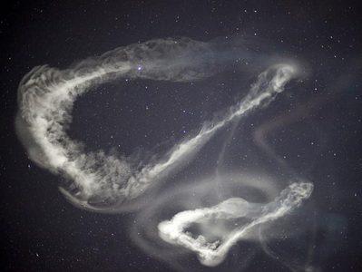 حلقه ای از ابرها با بگراند ستاره ها