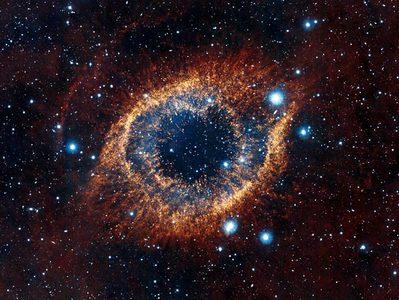 تصویری زیبا از مجموعه ستاره ها به شکل چشم