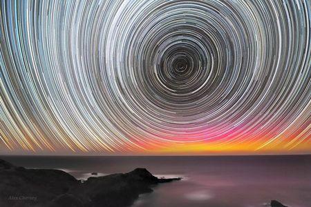 تصویری زیبا از چرخ ستاره ها در طول یک شب