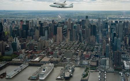 پرواز شاتل اینترپرایز بر فراز شهر نیویورک آمریکا – 27 آوریل 2012