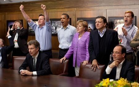 تماشای مسابقه دو تیم چلسی و بایرمونیخ توسط نخست وزیر انگلستان و صدراعظم آلمان در حضور اوباما در کمپ دیوید – 19 می 2012
