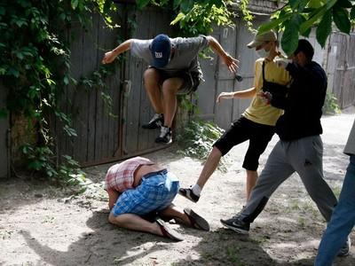 حمل به رییس انجمن همجنس بازان اوکراین در کیف – 20 می 2012