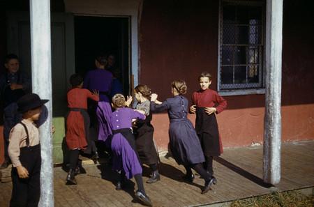 مدرسه کودکان آمیش. دختران پوشیده هستند و پسران هیز نیستند!