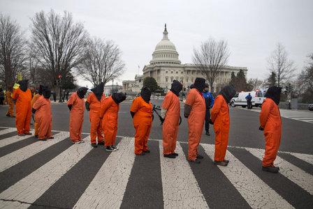 تظاهرات مخالفان زندان گوانتانامو مقابل کاخ سفید