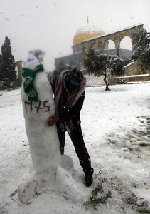 ساخت موشک برفی در کنار مسجد الاقصی، فلستین اشغالی