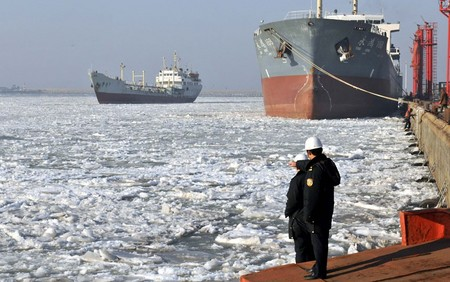 قایق ها و کشتی های گرفتار شده در خلیج یخ زده لایژو،چین