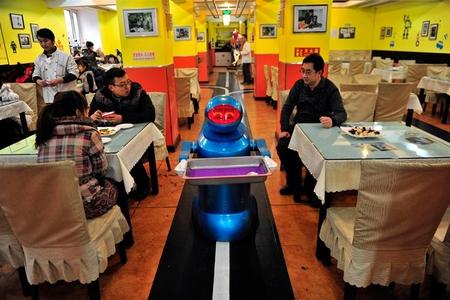ربات های گارسن در رستوران های چینی
