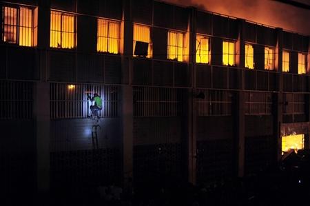 آتش سوزی در یک ساختمان تجاری،لومه توگو