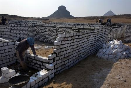 ساخت وساز در اطراف اهرام ثلاثه مصر
