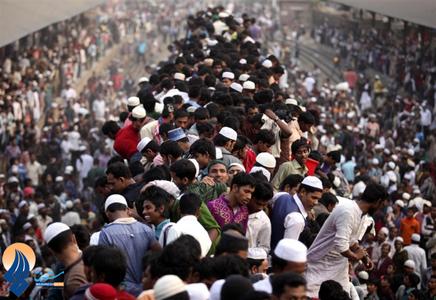 بازگشت مسلمانان از مراسم اسلامی تجمع اسلامی در کنار رودخانه توراگ ـ بنگلادش