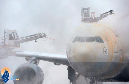 یخ زدایی از روی هواپیماهای فرودگاه فرانتزیوزف مونیخ _ آلمان