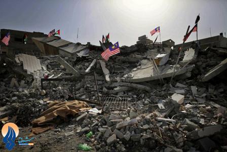 نحوه استقبال مردم غزه از نخست وزیر مالزی با نصب پرچم مالزی بر روی ویرانه های خانه هایشان