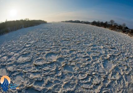 یخ بستن رودخانه اودر در مرز آلمان و لهستان