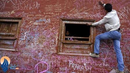 دیوارنویسی روی معبد،یکی از آیین های سنتی هندوها _ هند