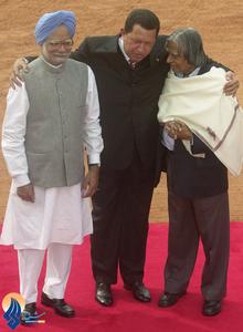 ملاقات دیپلماتیک او با رئیس جمهور و نخست وزیر هند در سفر به دهلی نو _ 2005