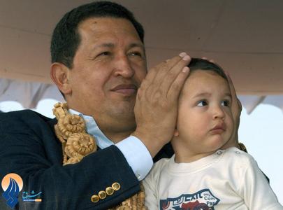 چاوز به همراه نوه خود در نمایشگاه هوایی هندوستان