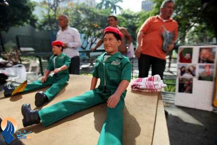 استقبال مردم ونزوئلا از عروسکهای هوگوچاوز