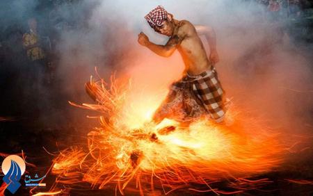 راه رفتن روی آتش،یکی از آئینهای روز